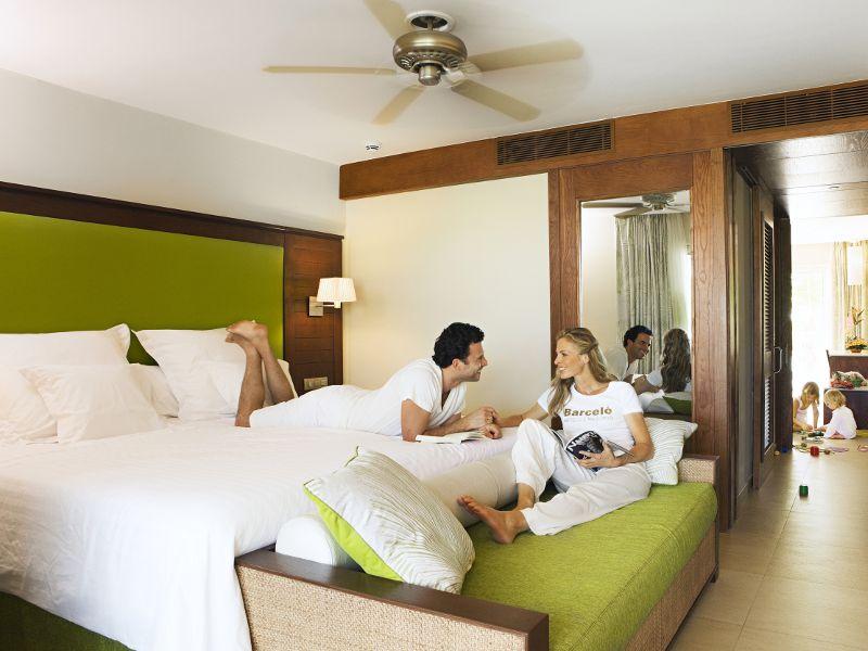 family-hotel-room
