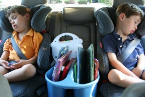 sleeping-kids-in-car