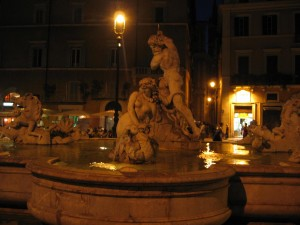 Fontana_del_Moro_at_night