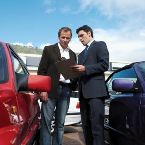 How to Become a Good Salesperson in the Auto Sales Industry