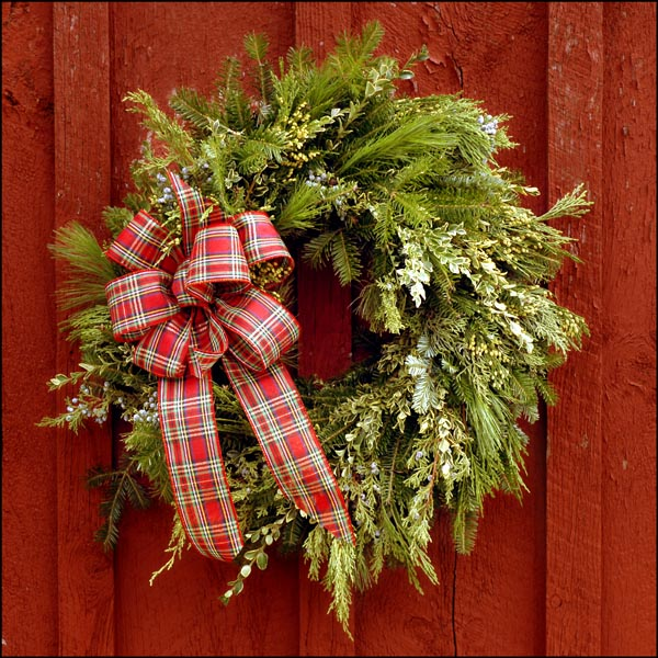 Decorating Wreaths: New Year Sparkly Door Decorations Ideas