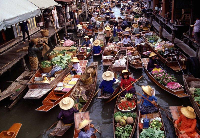 Floating market of Damnoen Saduak