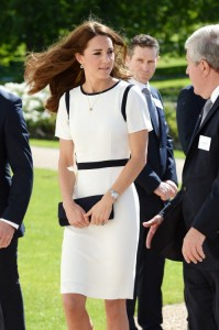 duchess-of-cambridge_dresses_clothes_autox500@1.5x