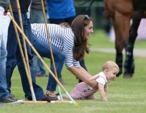 duchess-of-cambridge_prince-george_tops_jeans_autox500@1.5x