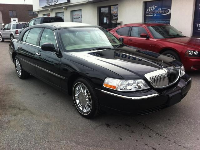 Lincoln Town Car, Signature L Model