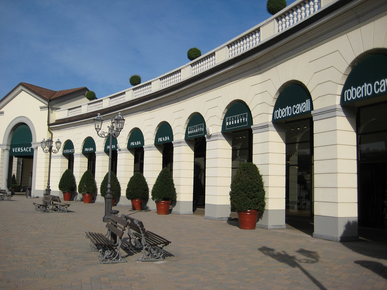 When and where to shop in milan for Serravalle designer outlet milan