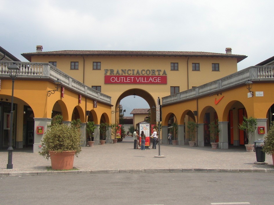 When and where to shop in milan for Milan outlet