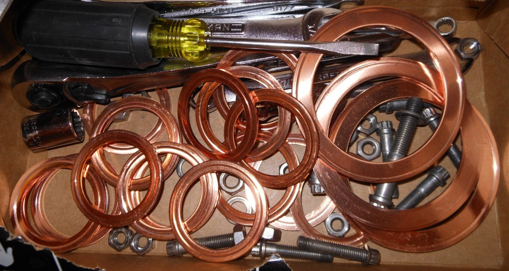 Used_copper_flange_gaskets_for_ultrahigh_vacuum_systems