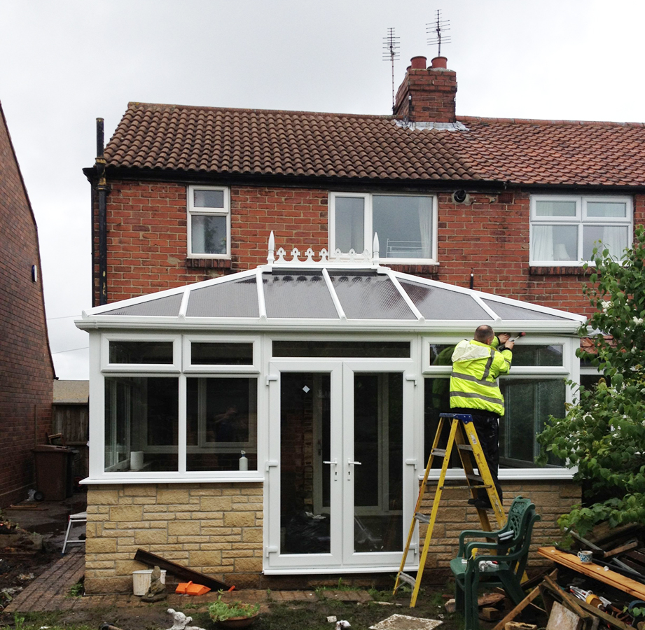 Top 4 benefits of adding a conservatory to your house for Adding a conservatory