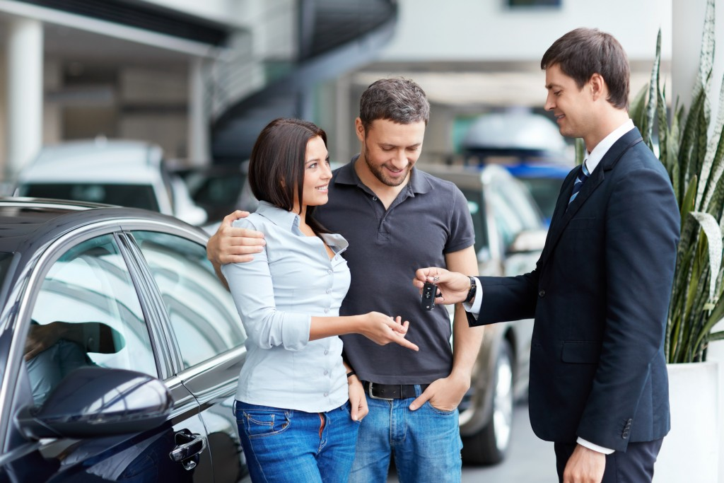 Advantages of Buying Used Car & Pre-Owned Cars from Dealer