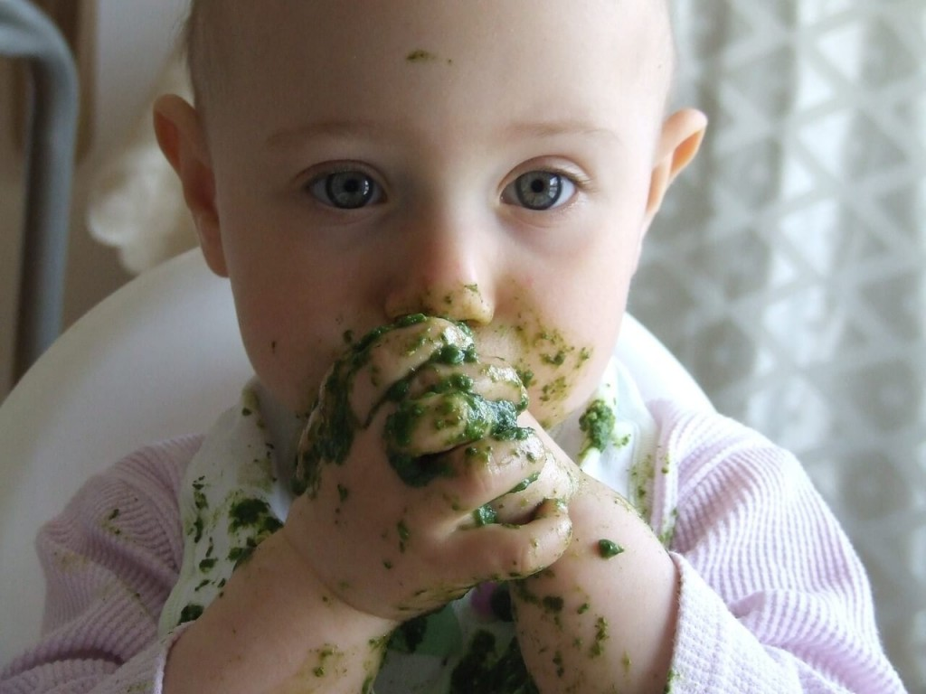 baby-eating-mushed-broccoli