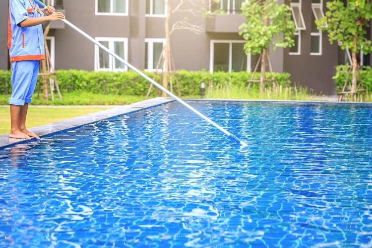 clean a pool