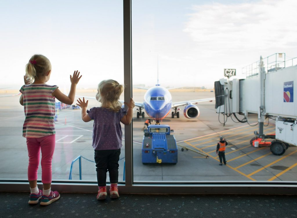 How to Handle a Long Layover with Children at the Airport