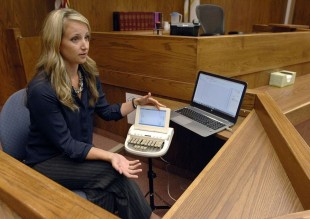 What are the basic qualities of a good court reporter?