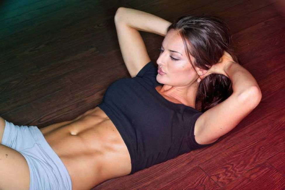 5 Easy Moves to Blast Off Belly Fat and Flatten Your Tummy – No Equipment Needed
