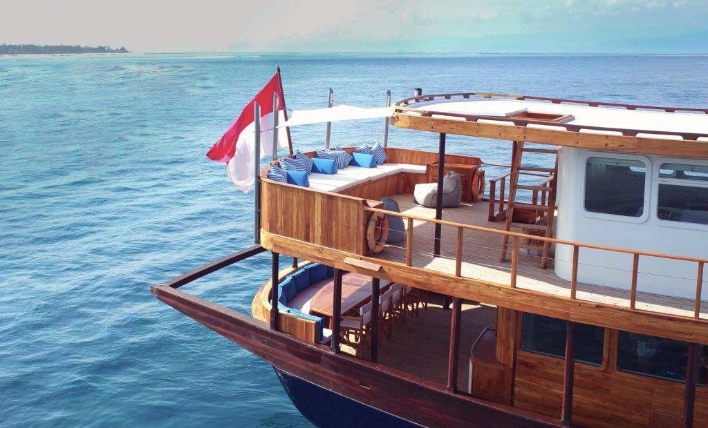 Yacht Charter Rascal