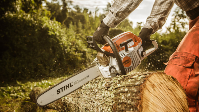 How to Pick a Professional Chainsaw