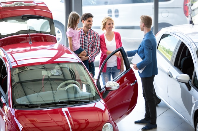 7 Essentials to Consider When Buying a New Family Car