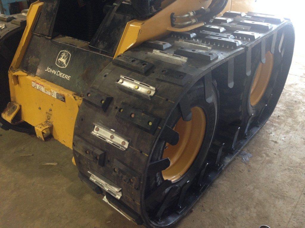 John Deere Skid Steer >> A Guide to Choosing Skid Steer Tracks and Mini Excavator Tracks
