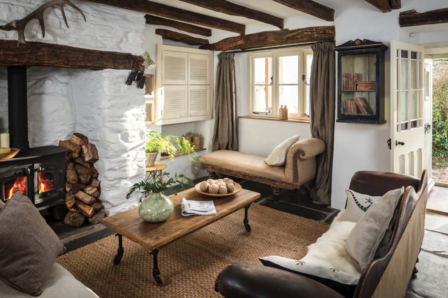How to Create a Traditional English Living Room