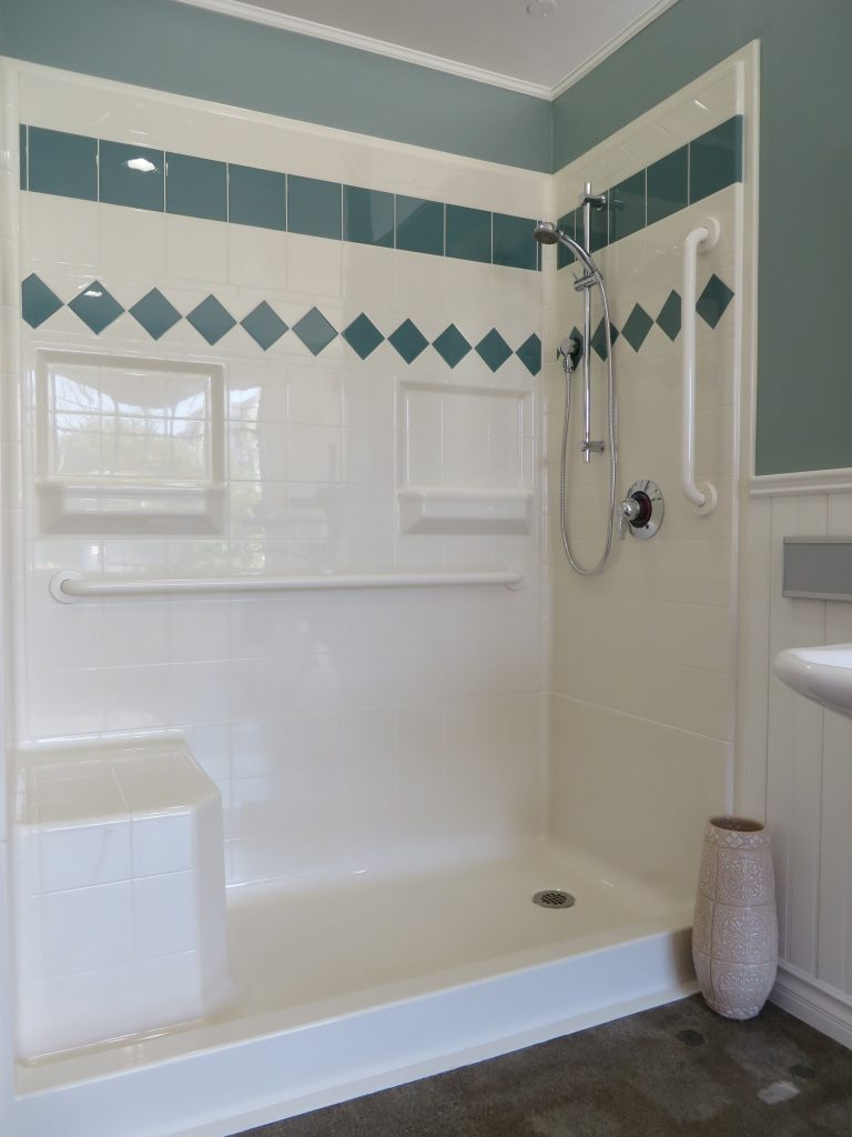 bathroom remodeling tips to deal with the limited space