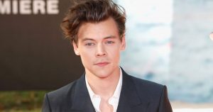 Harry Styles – Defying Stereotypes With Manicures!
