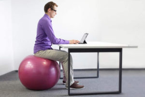 Advantages of Sitting on an Exercise Ball at Your Desk