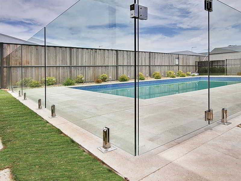 5 Practical Tips For Choosing The Right Pool Fencing